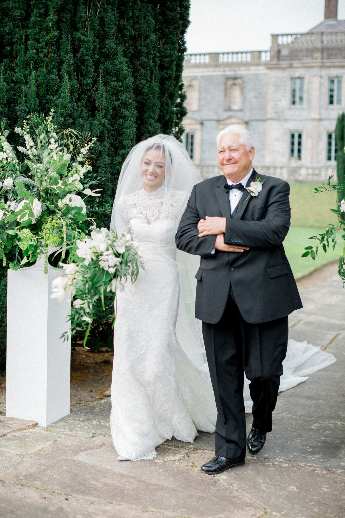 This Couple Ditched Hawaii for an Unforgettable Ireland Destination Wedding Week