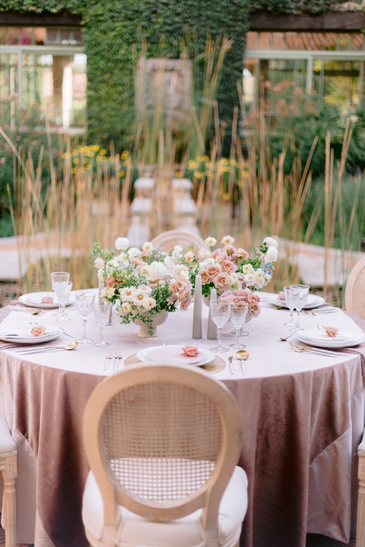 Feminine And Modern Elopement With A Hint Of Western Elegance