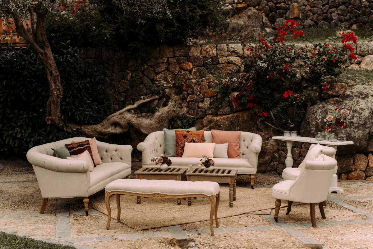 We absolutely love this gorgeously romantic Spanish finca wedding
