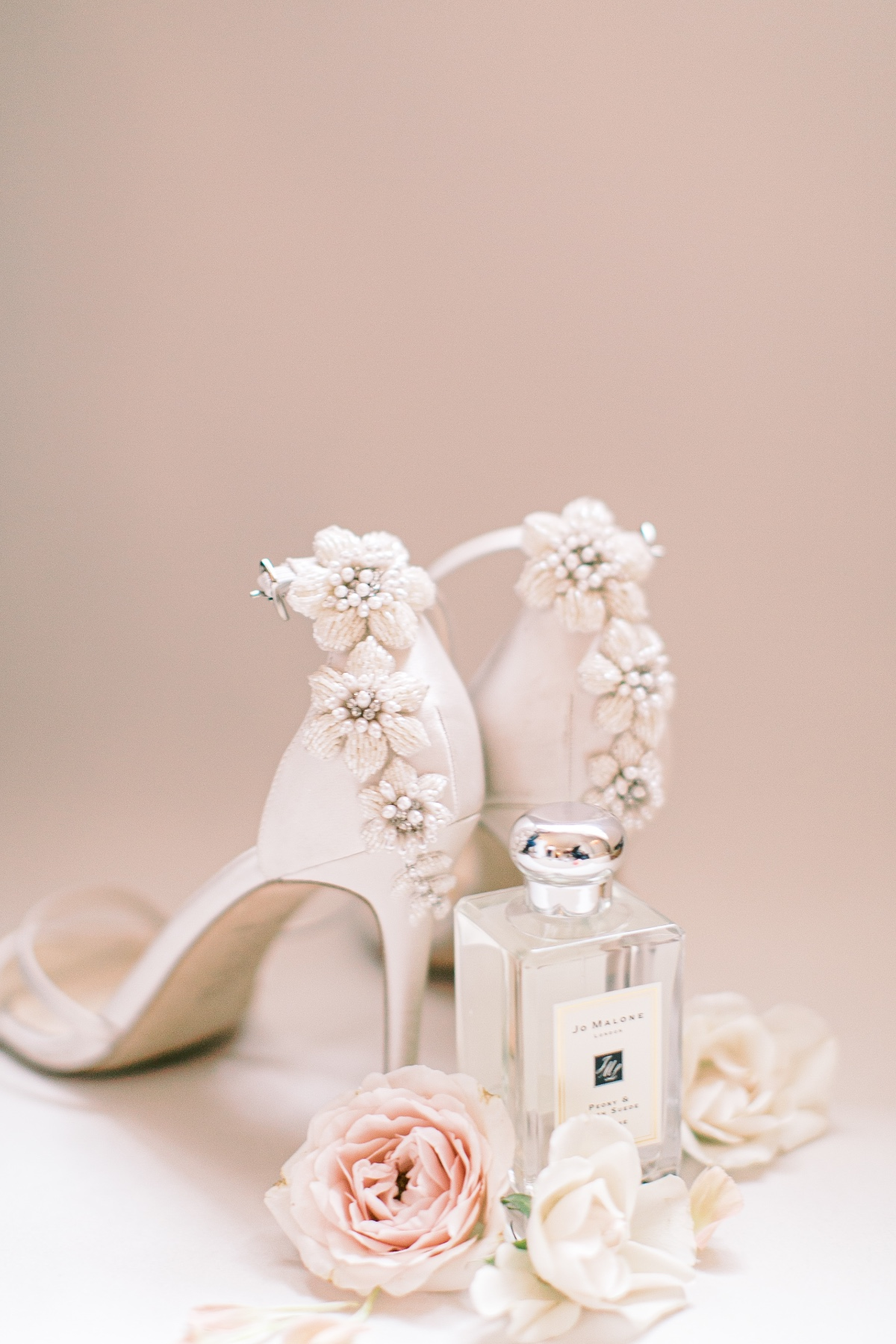 The Best Floral Perfume For Your Bridal Style