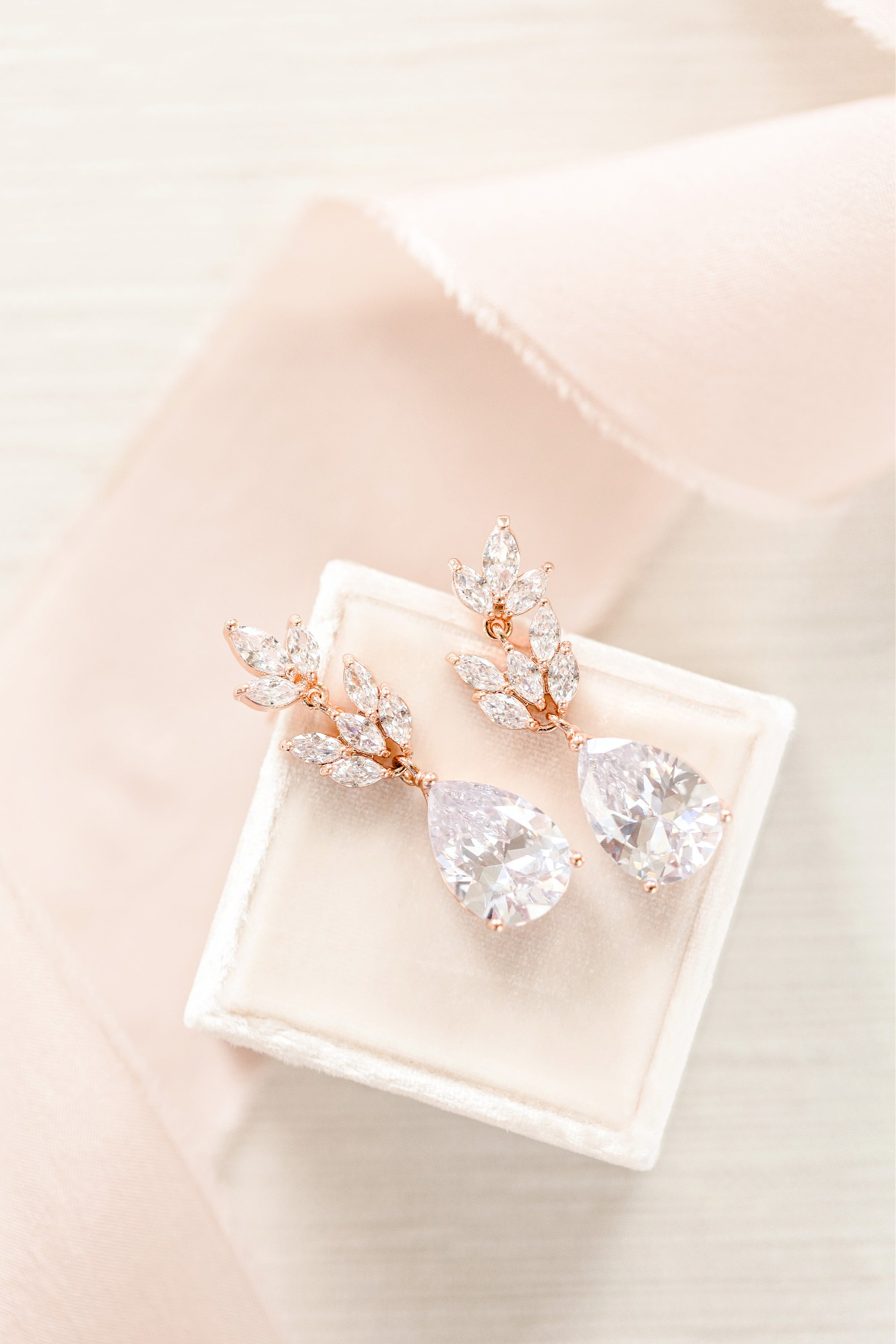 How to Choose Bridesmaid Jewelry for Every Dress Style