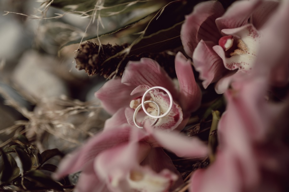 4 Reasons a Simple Gold Wedding Band Is Exactly What You Need