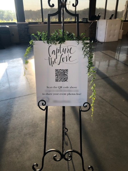 LiveShare Is The Perfect Counterpart to Your Wedding Photographer