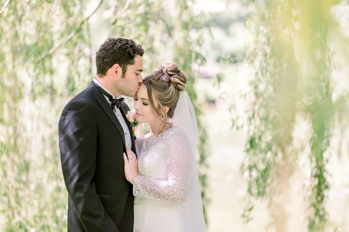 Enchant Your Wedding Guests With An Exquistie Wedding Just Like This One
