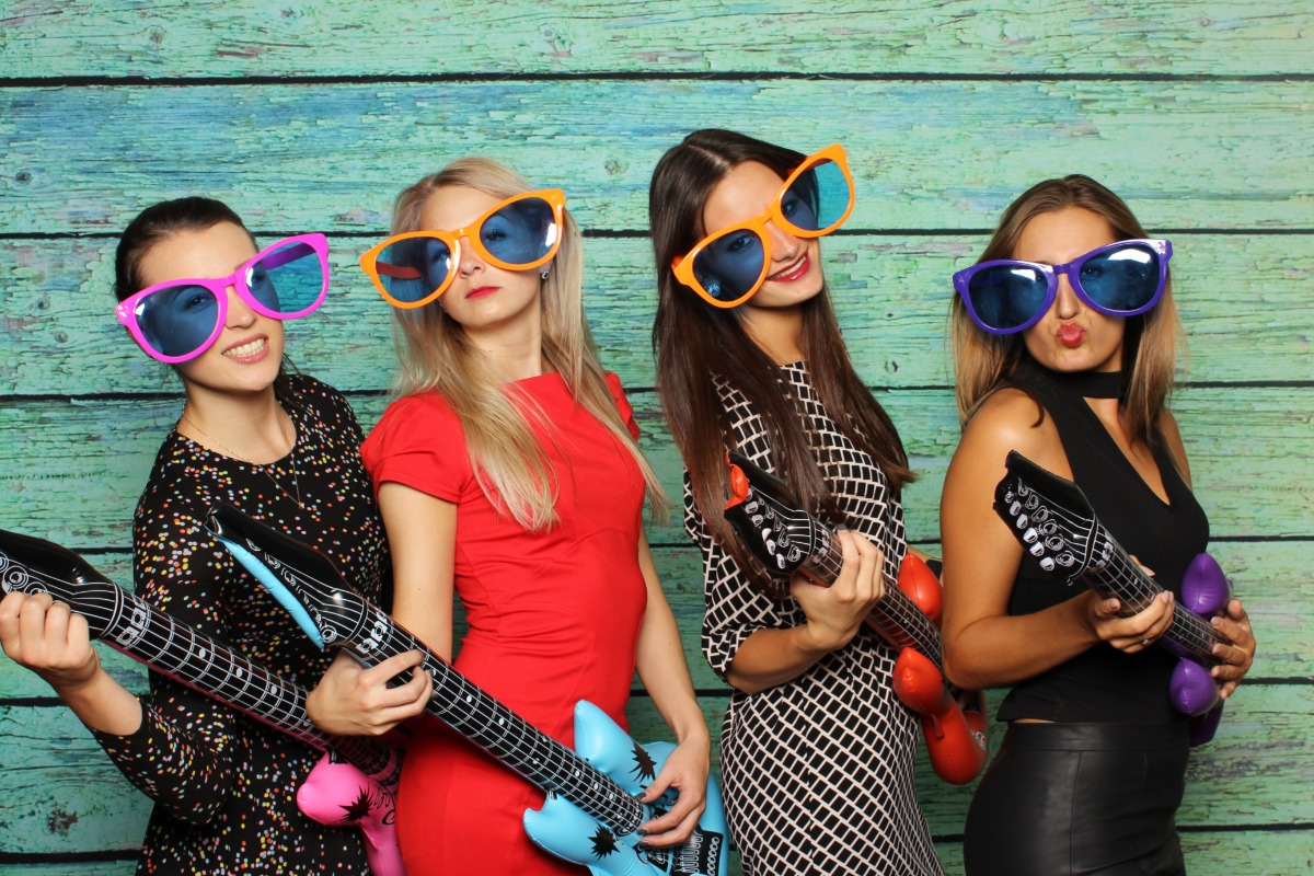 5 Photo Booth Ideas for Your Wedding